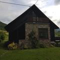 Breit, charmant huis met de afhankelijkheid in een groen