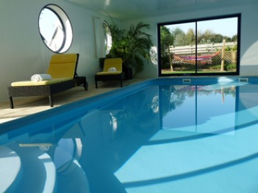 Plouescat villa met overdekt en verwarmd zwembad in for Villa met zwembad te huur