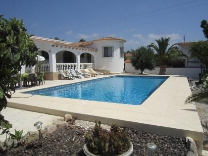 Calpe villa met zwembad en grote tuin te calpe for Villa met zwembad te huur