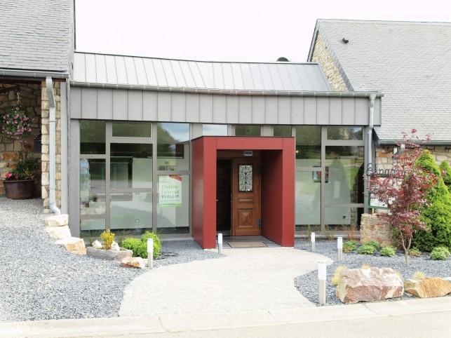 B tgenbach vakantiehuis zeer rustig met zicht op de vijver for Vijver te koop ardennen