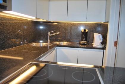 Blankenberge appartement aan blankenberge excelsior belle vue vakantiehuizen te huur - Keuken m ilot centrale ...